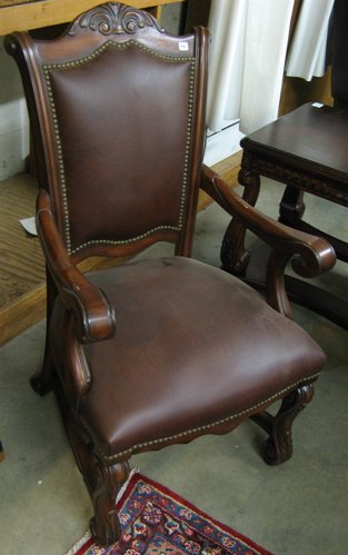 466: SET OF EIGHT MAHOGANY AND LEATHER DINING CHAIRS, t