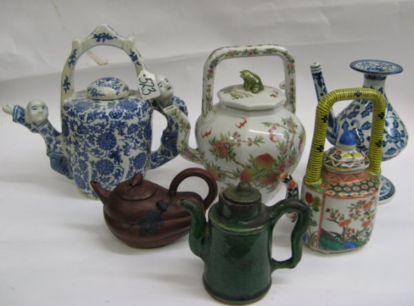 523: COLLECTION OF THIRTEEN CHINESE TEAPOTS: six  porce