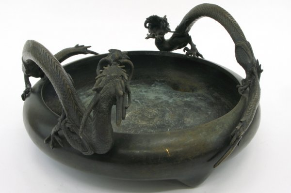 609: A JAPANESE BRONZE CENTER BOWL, Meiji Period.  The