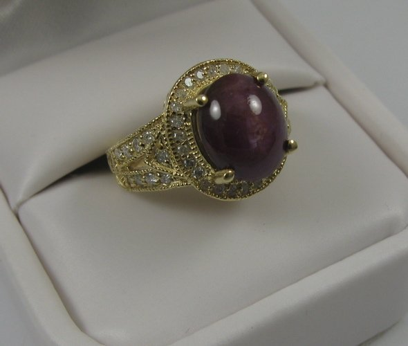 614: STAR RUBY, DIAMOND AND 14K GOLD RING, centering  a