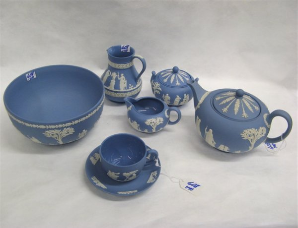 608: THIRTEEN PIECES OF WEDGWOOD: tea pot, creamer and