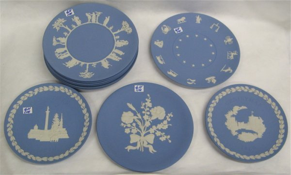611: NINETEEN PIECES OF WEDGWOOD: eight plates 9 1/2  i