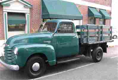 722: 1949 CHEVROLET 3600 FLATBED TRUCK, a short  flatbe