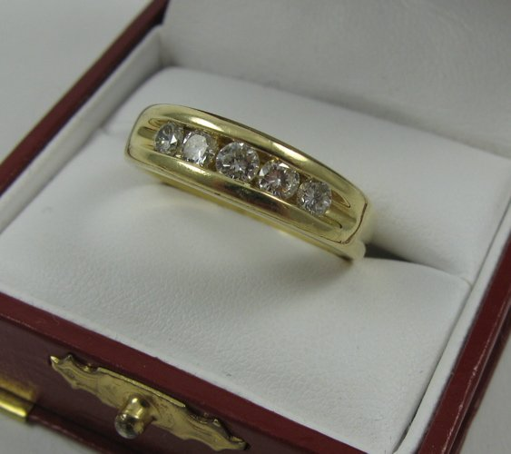 1011: MAN'S DIAMOND RING, 14K yellow gold, estimated  t