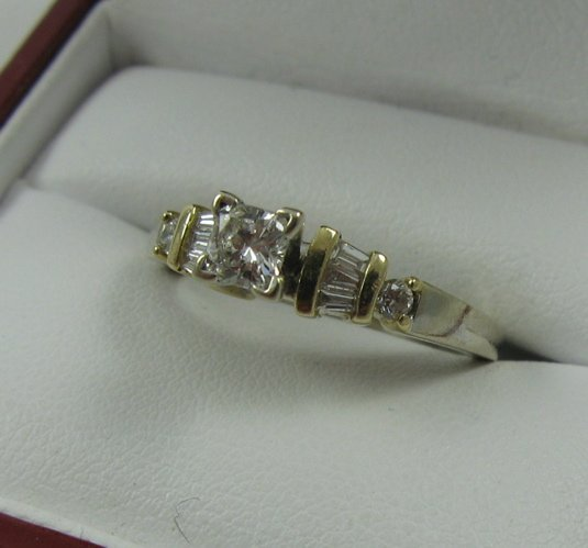 1013: DIAMOND RING, 14K white and yellow gold,  estimat