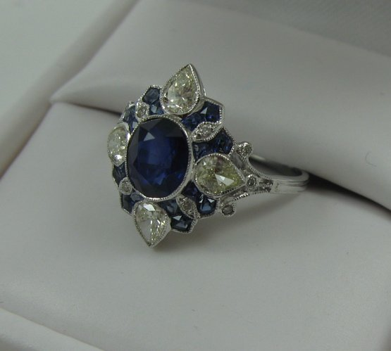 1018: ESTATE DIAMOND AND SAPPHIRE RING, 18K white gold