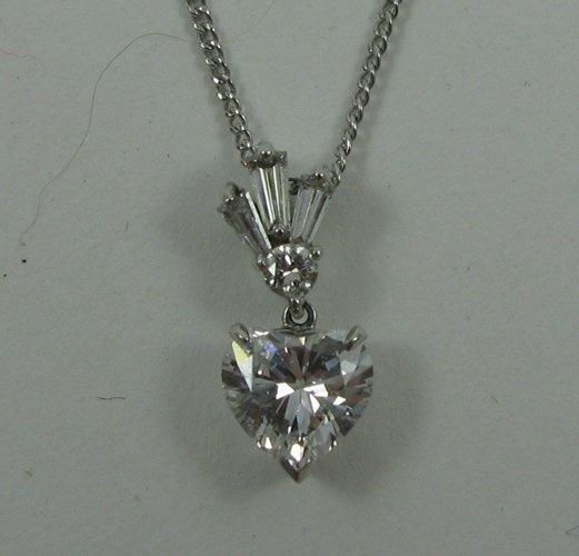1020: HEART-CUT DIAMOND PENDANT NECKLACE, 14K white  go