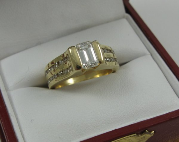 1022: DIAMOND RING WITH APPRAISAL, 14K yellow gold  set