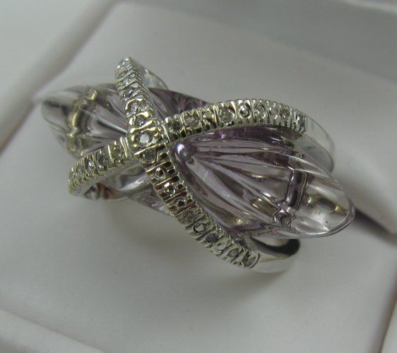 1109: CONTEMPORARY AMETHYST AND DIAMOND RING, the 18K