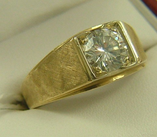 1200: MAN'S DIAMOND AND FOURTEEN KARAT GOLD RING,  cent