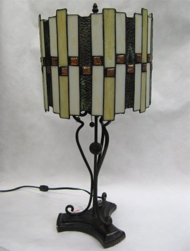 8: AN ARTS AND CRAFTS STYLE TABLE LAMP. The circular  s
