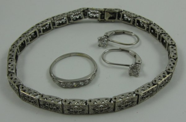 15: FOUR ARTICLES OF WHITE GOLD JEWELRY, including  a d