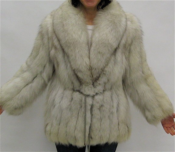 284: LADY'S FOX FUR JACKET, fully lined, with 2  exteri