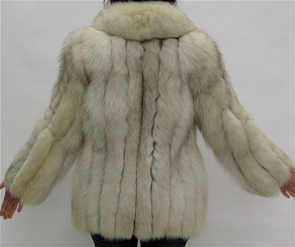 284: LADY'S FOX FUR JACKET, fully lined, with 2  exteri - 2