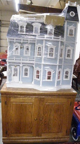 315: VICTORIAN STYLE DOLLHOUSE WITH ACCESSORIES AND  CA