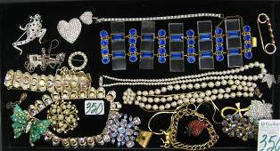 350: COLLECTION OF 20 PIECES (+/-) COSTUME JEWELRY:  Tr