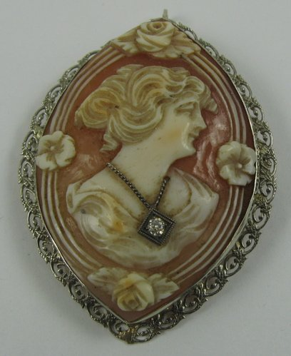 603: VICTORIAN CAMEO PENDANT/BROOCH, the  relief-carved