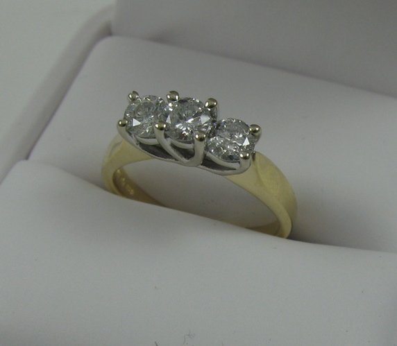 612: DIAMOND AND FOURTEEN KARAT GOLD RING, set with  th