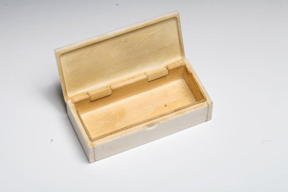 Scrimshaw Snuff Box with Civil War Theme - 2