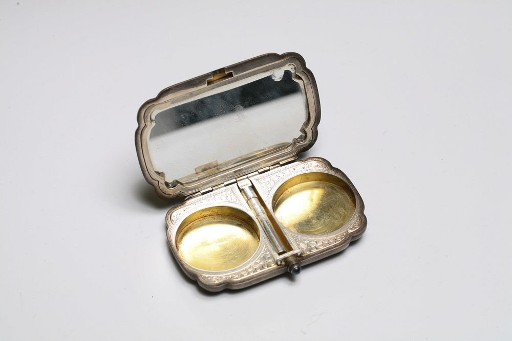 Silver Enamel Compact with Minstrel - 3