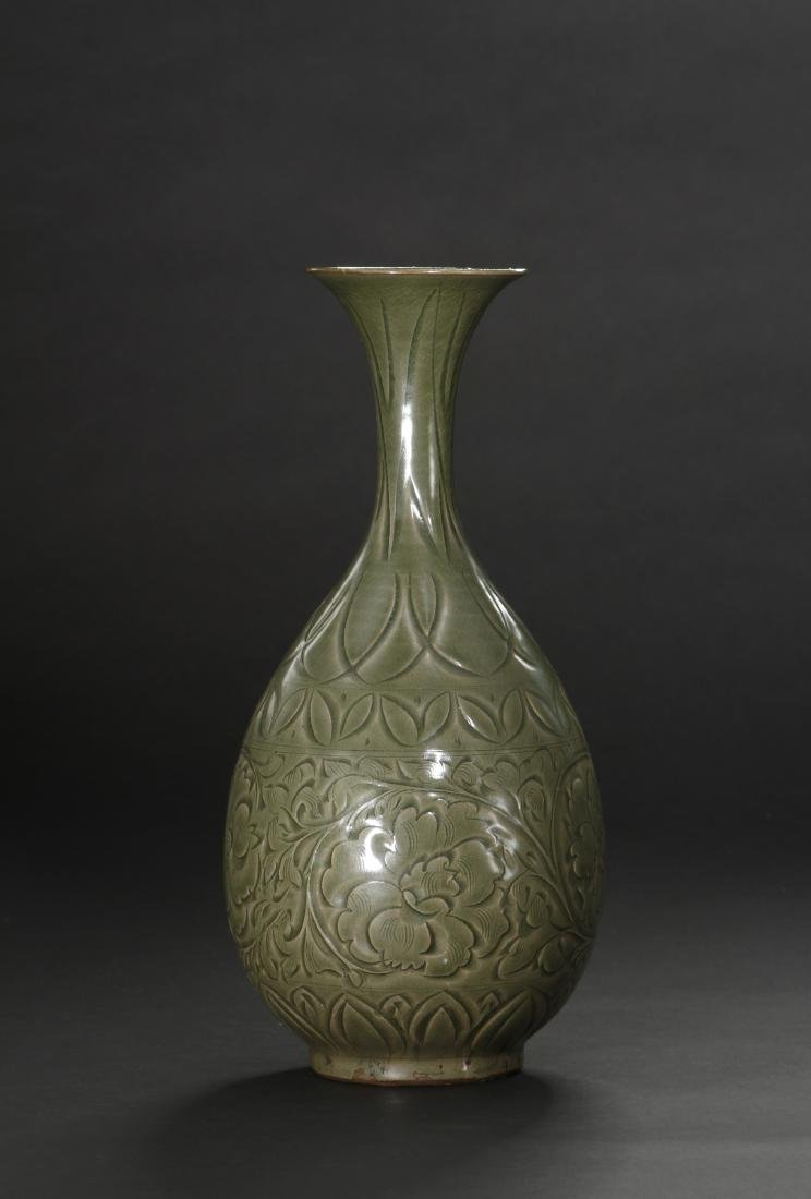 Large Yaochou Carved Yuhuchuan Vase