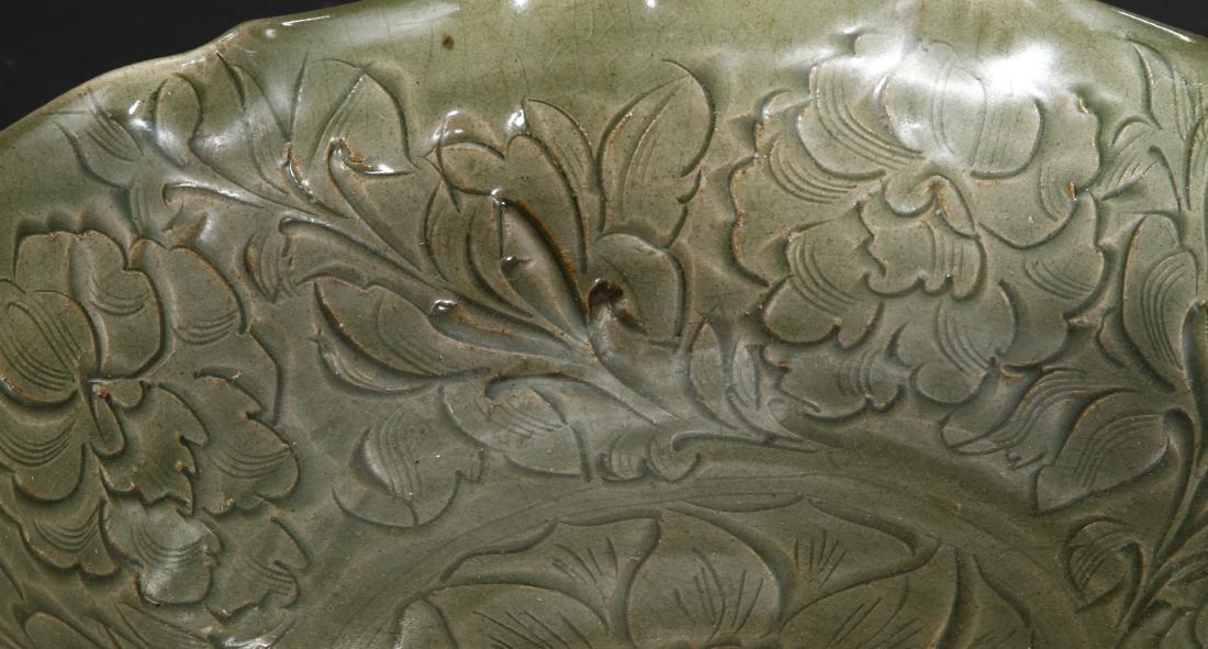 Large Carved Yaozhou Celadon 'Floral' Bowl - 5