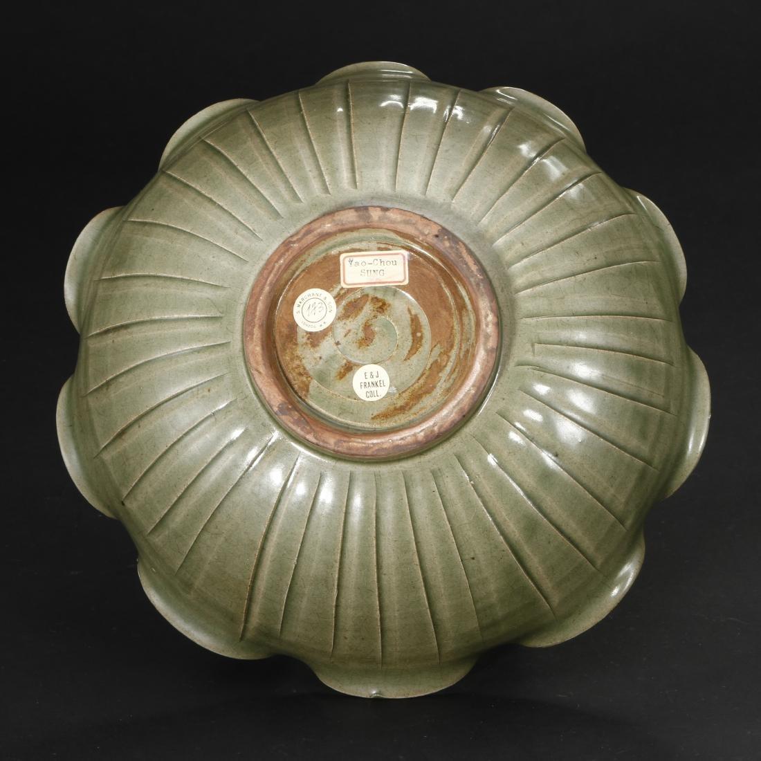 Large Carved Yaozhou Celadon 'Floral' Bowl - 6
