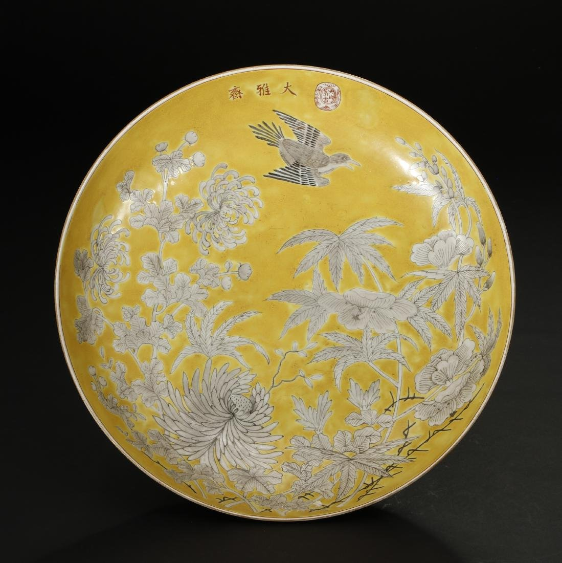 Yellow-Ground 'Dayazhai' Grisaille-Decorated Dish