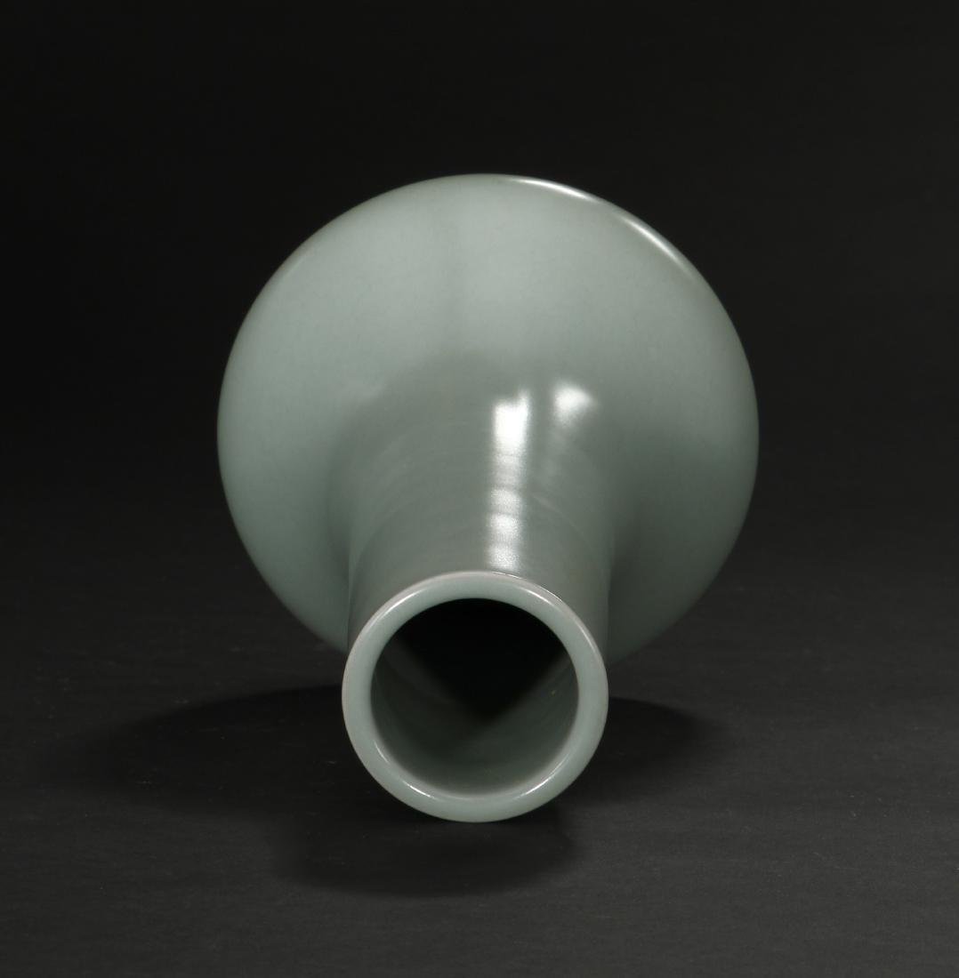 Fine Lungchuan Celadon Bottle Vase - 4