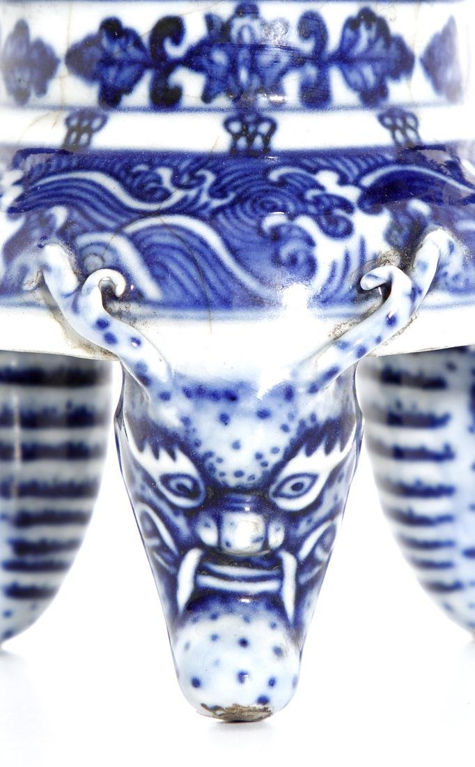 Chinese Blue and White Tripod Censer With Cover - 7