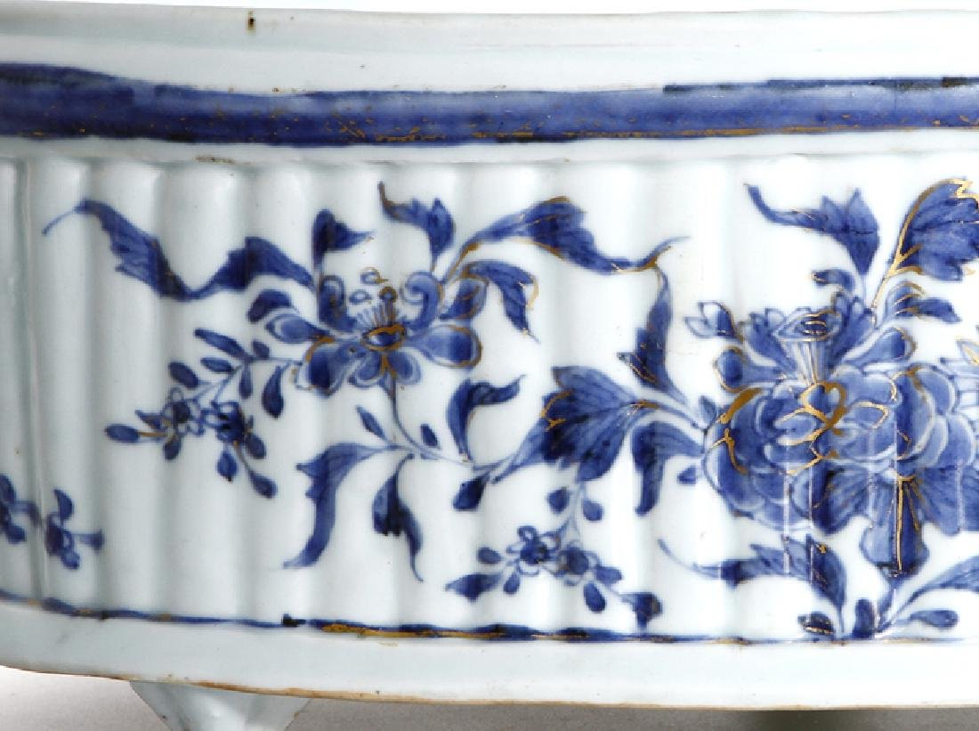 Chinese Blue and White Oval Basin, Christie's - 4