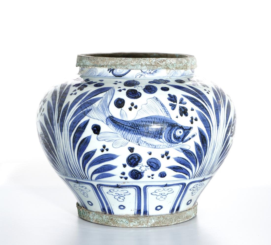 Large Chinese Blue/White'Fish' Jar