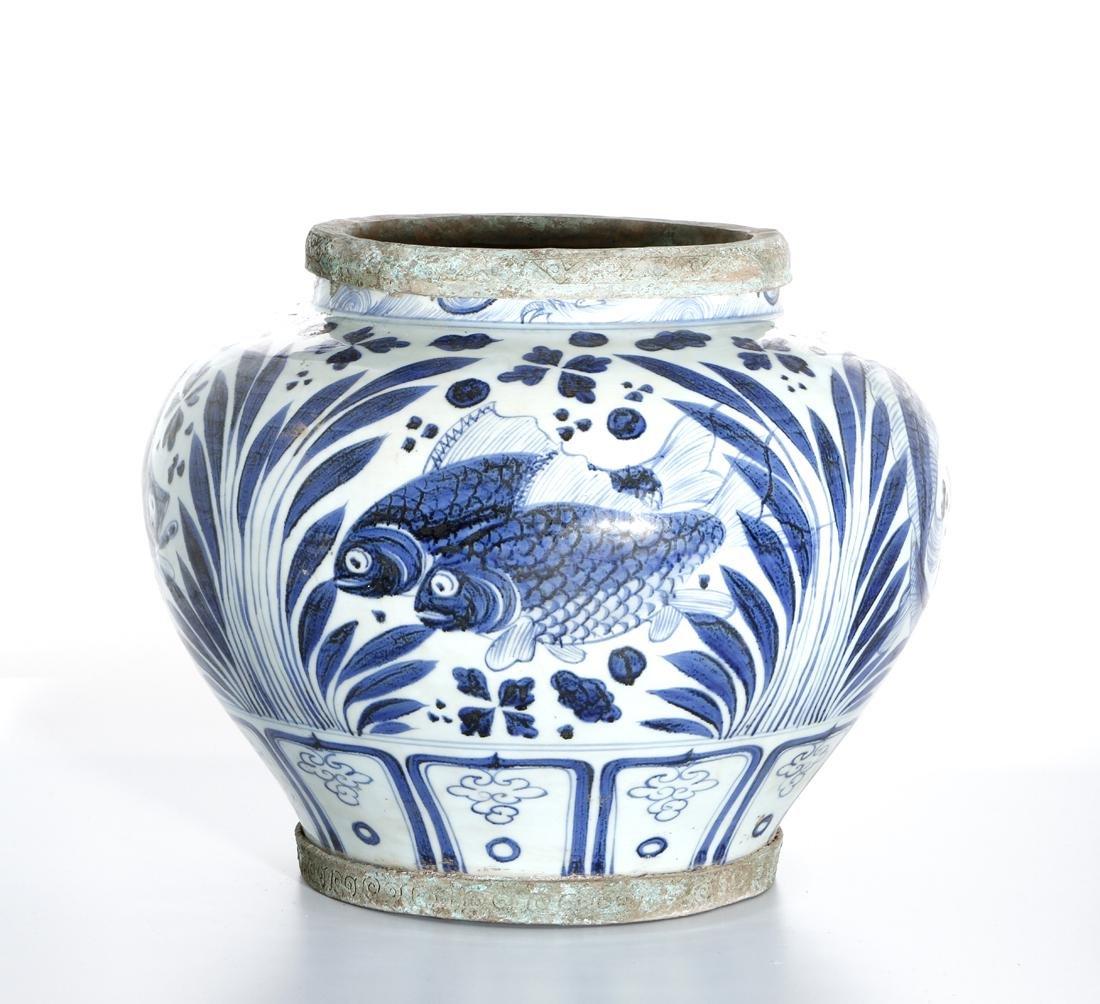 Large Chinese Blue/White'Fish' Jar - 2