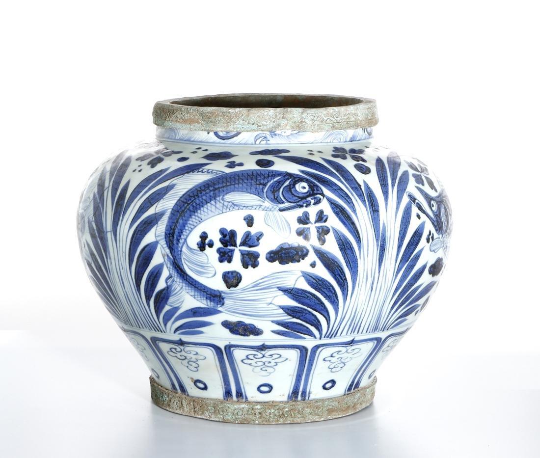 Large Chinese Blue/White'Fish' Jar - 3