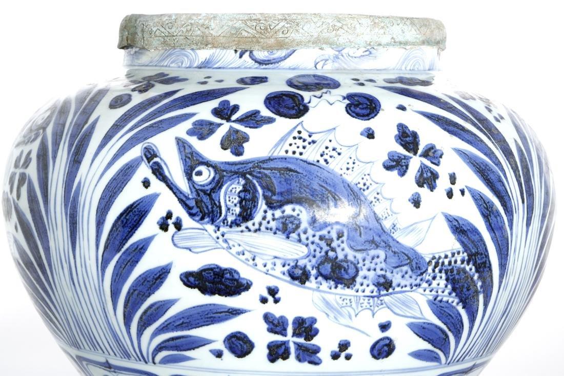 Large Chinese Blue/White'Fish' Jar - 4
