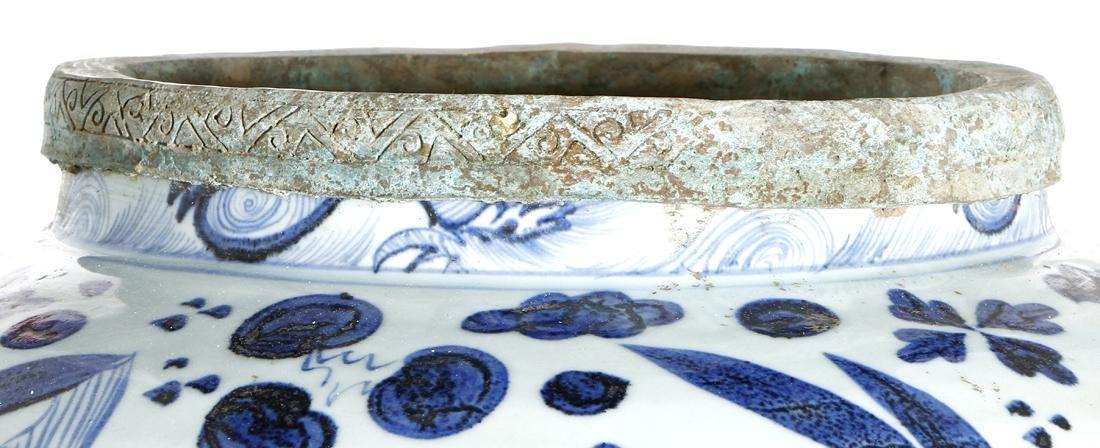 Large Chinese Blue/White'Fish' Jar - 6