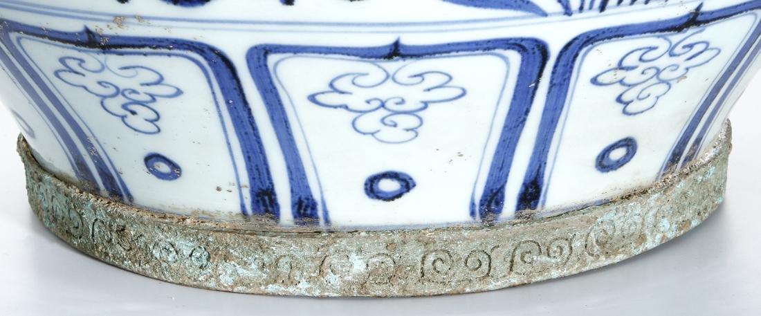 Large Chinese Blue/White'Fish' Jar - 7