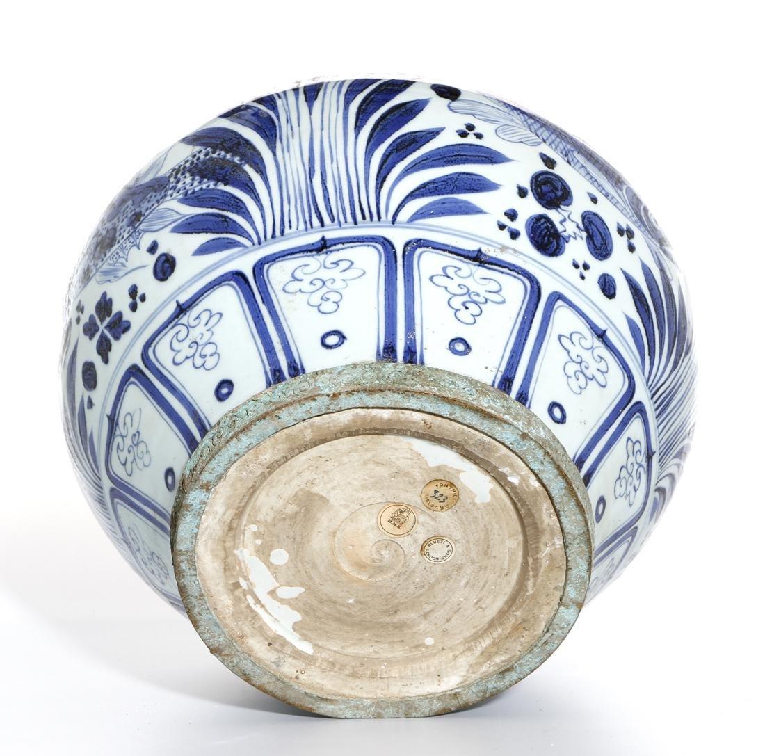 Large Chinese Blue/White'Fish' Jar - 9