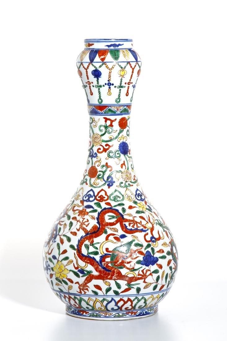 Chinese Wucai Enameled Garlic-Mouth 'Dragon' Vase - 3