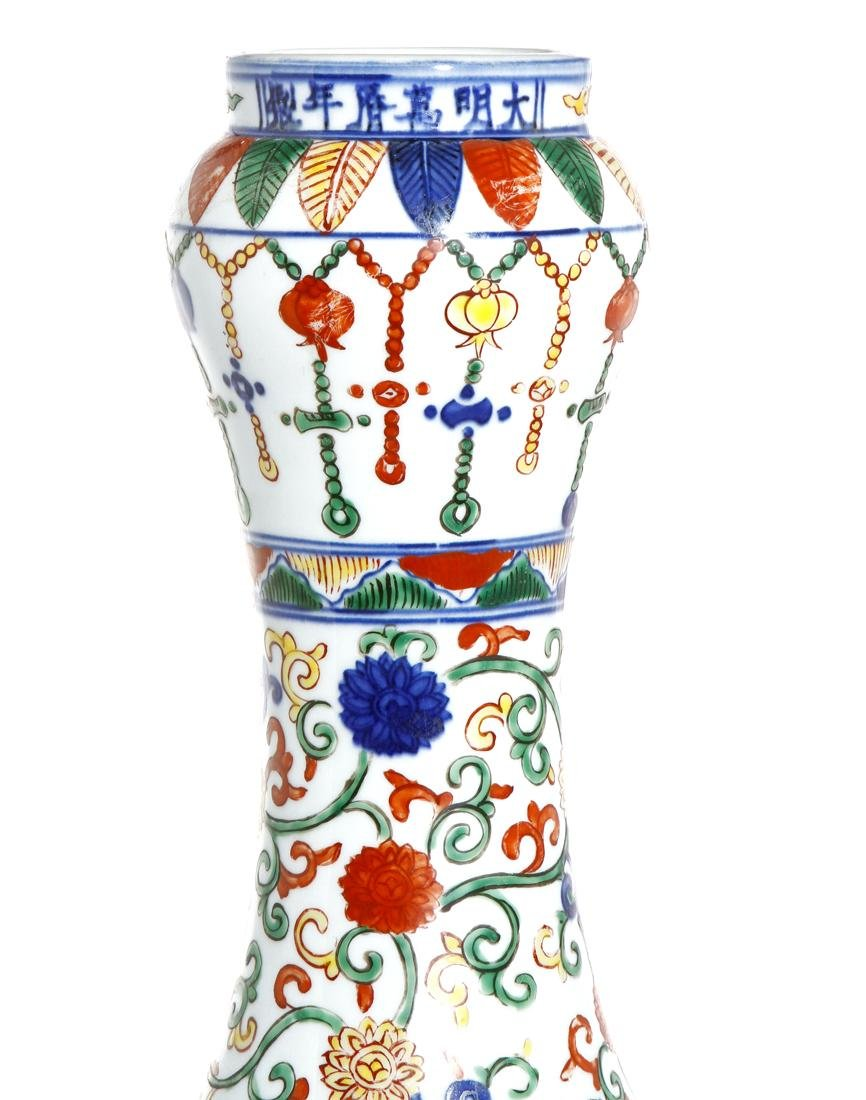 Chinese Wucai Enameled Garlic-Mouth 'Dragon' Vase - 5