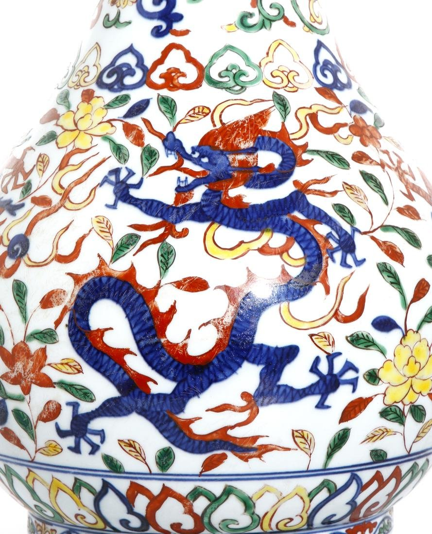 Chinese Wucai Enameled Garlic-Mouth 'Dragon' Vase - 6