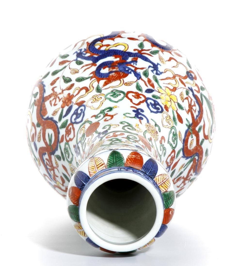Chinese Wucai Enameled Garlic-Mouth 'Dragon' Vase - 9