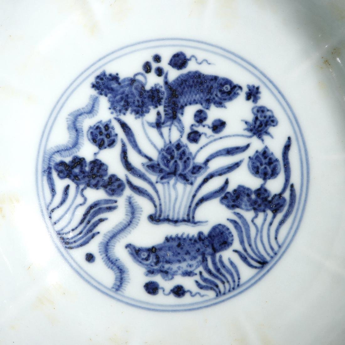 Fine Chinese Blue and White 'Lotus' Foliate Bowl - 8