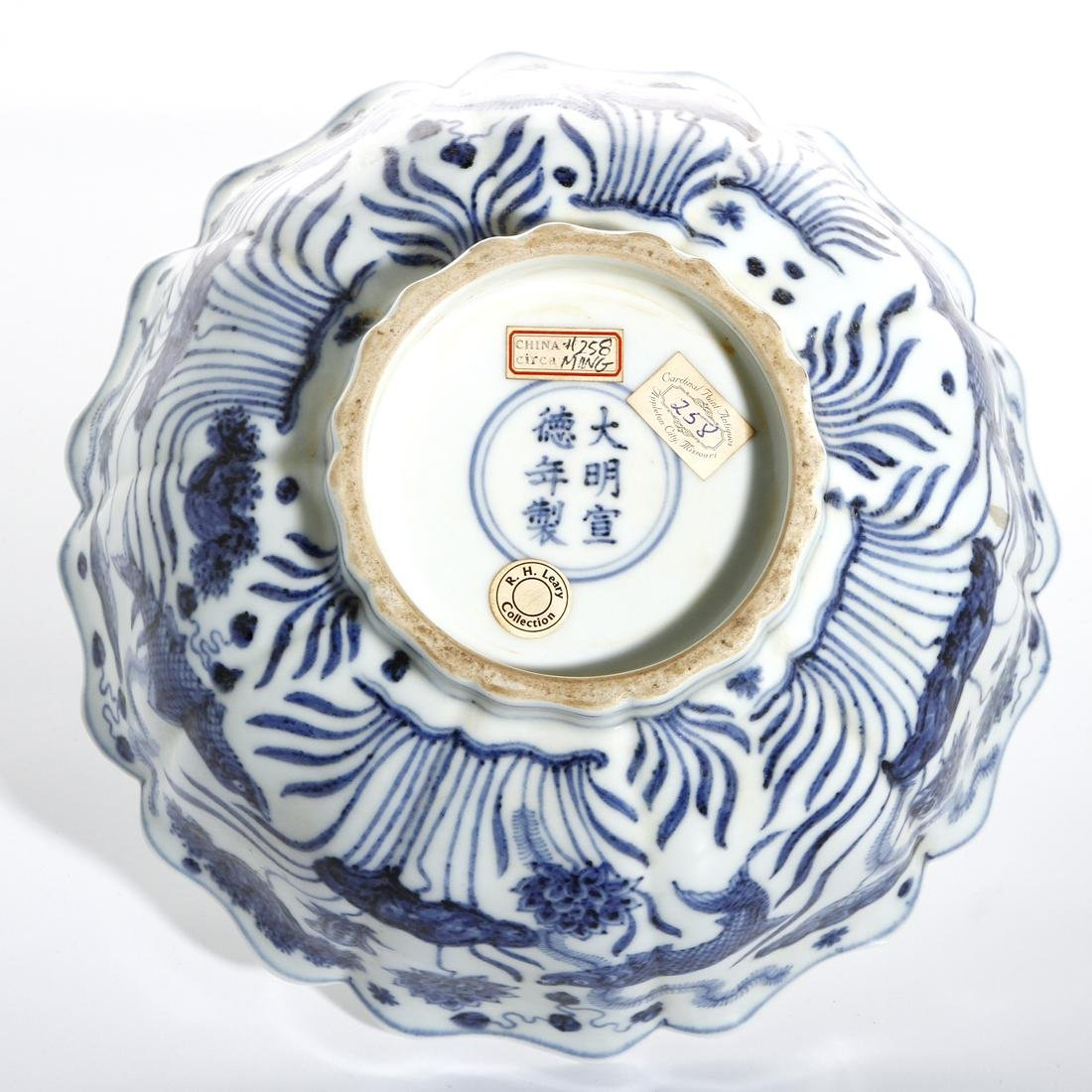 Fine Chinese Blue and White 'Lotus' Foliate Bowl - 9