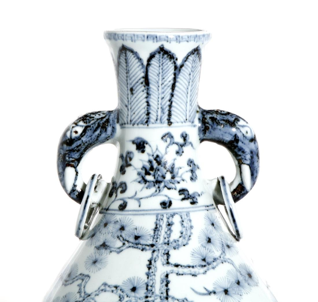 Chinese Blue and White 'Three Friends' Vase - 4