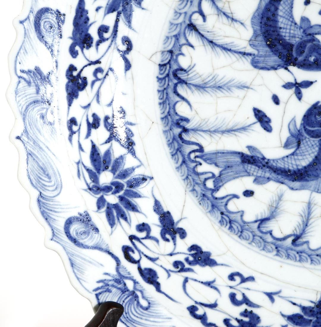 Large Chinese Blue and White 'Fish' Barbed Charger - 5