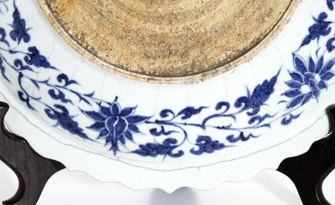 Large Chinese Blue and White 'Fish' Barbed Charger - 9