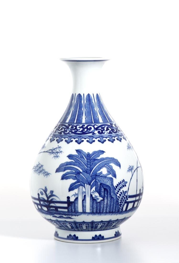 Chinese Blue and White Yuhunchunping Vase