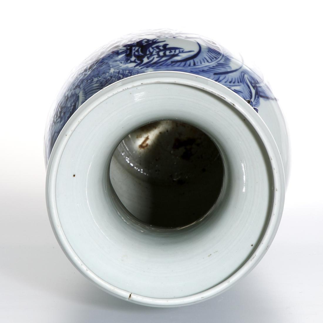 Large Chinese Blue and White Vase - 5