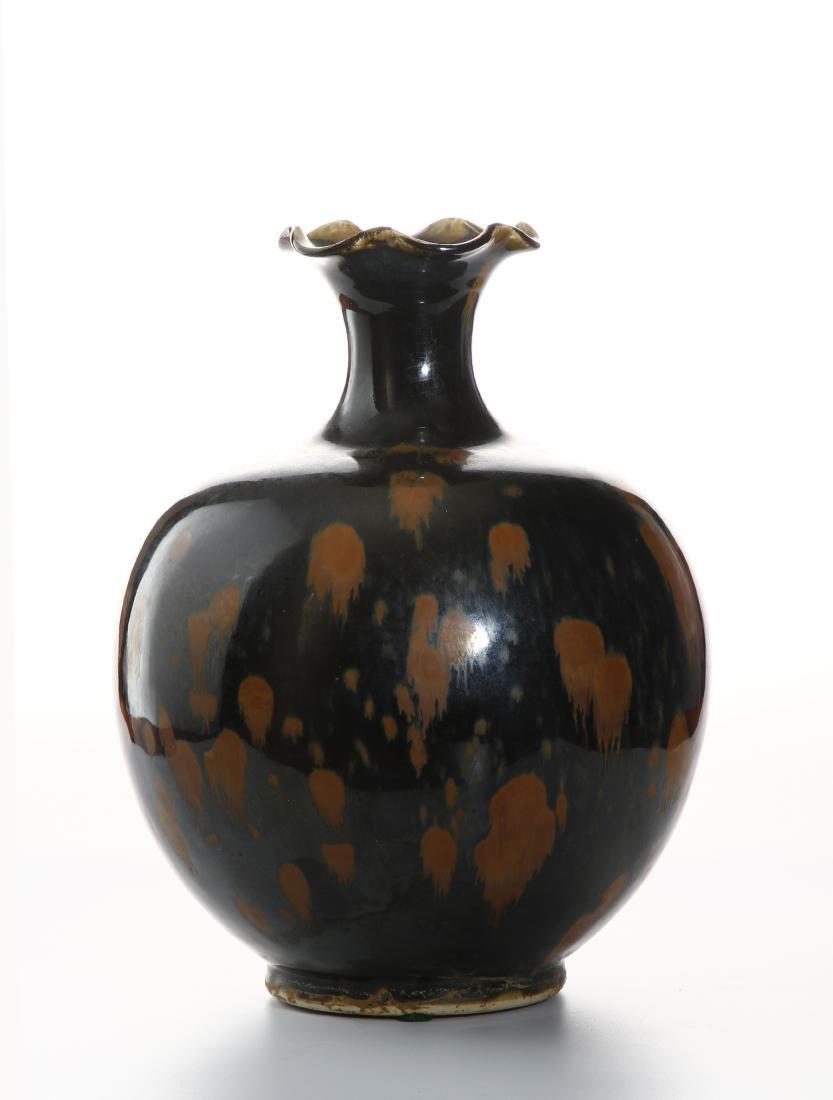 Black Glazed Russet Splashed Globular Vase - 3